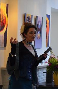 Dichtperformance Verena op ten Noort in Gallerie de Burgerij in Vorden